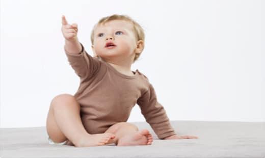 תמונת תינוק בכתבת על חשיבות כוונות תקשורתיות בגיל הרך ואיך ניתן לעודד אותן